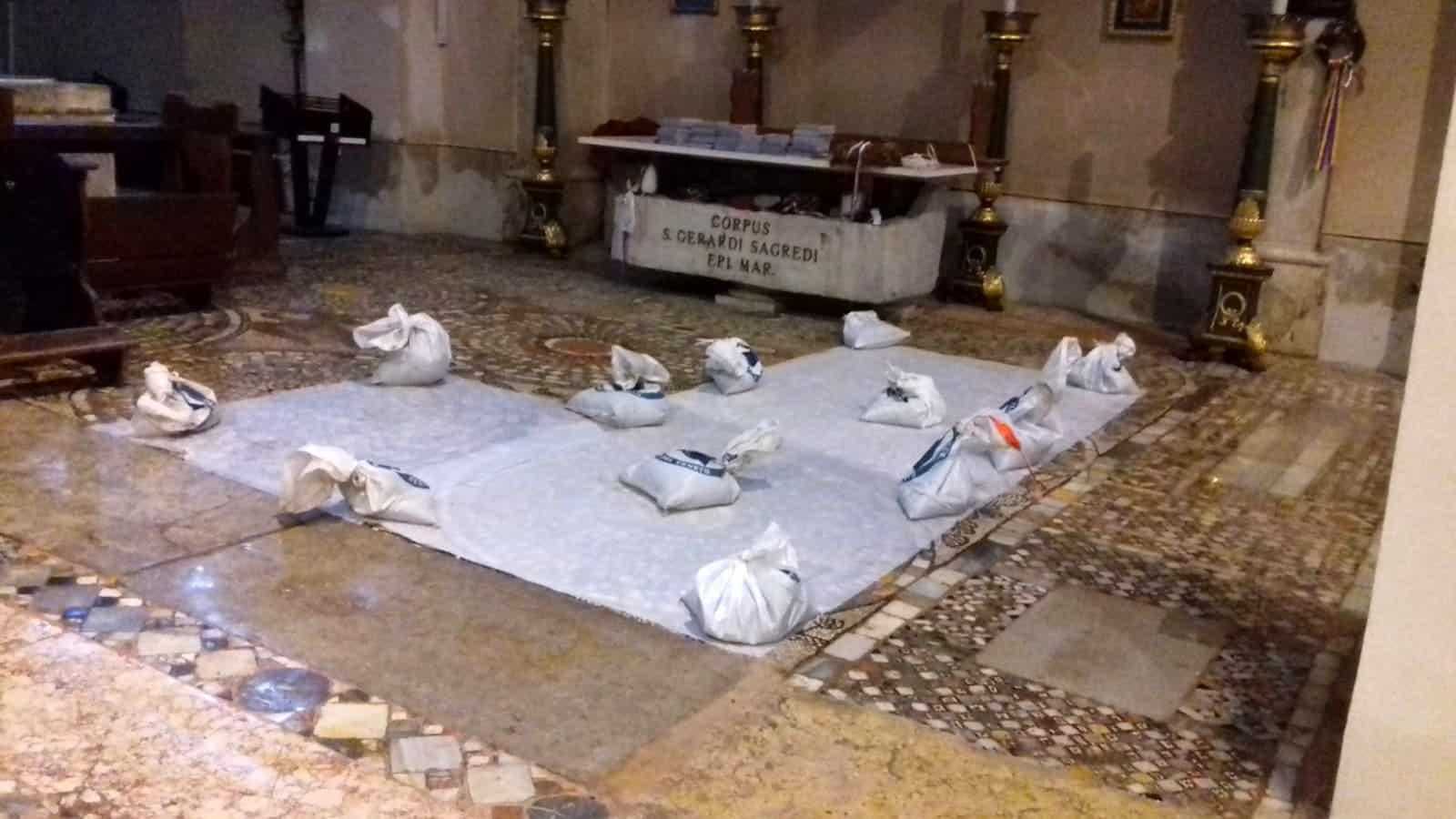 Il duomo di San Donato allagato