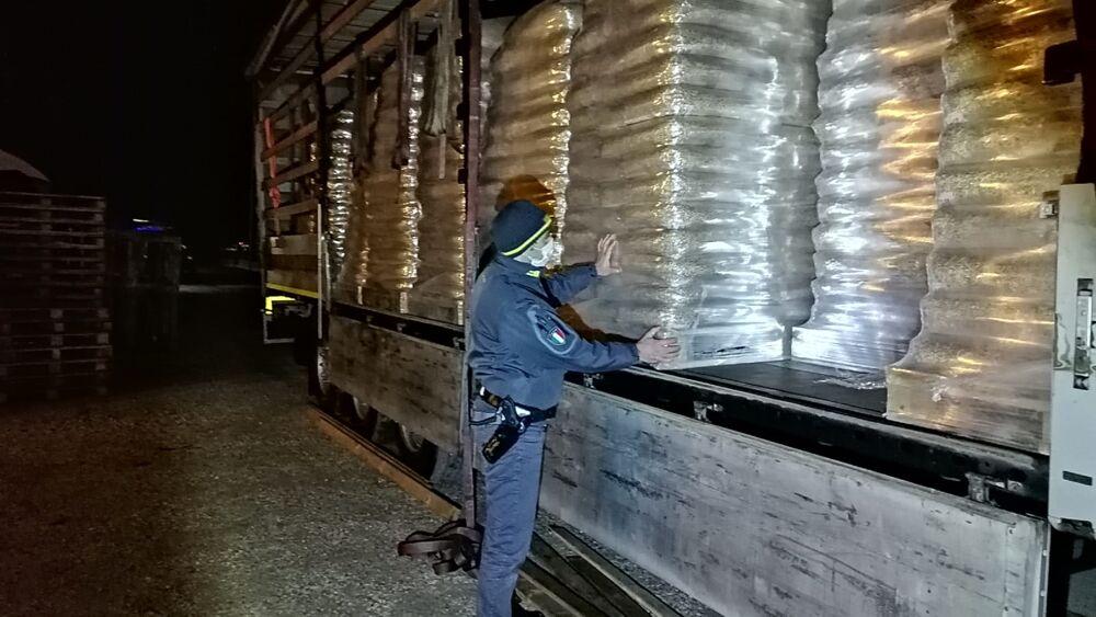 Sequestrate 45 tonnellate di pellet proveniente dall'Est Europa