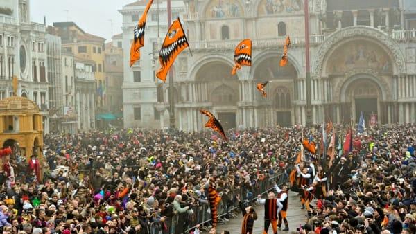 Aspettando il volo dell'Angelo: sul palco di Piazza San Marco colori, raffinatezza e storia