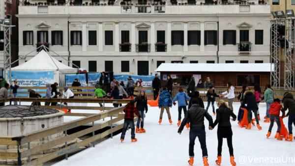 In clima natalizio, ecco la pista di vero ghiaccio nel centro storico di Venezia