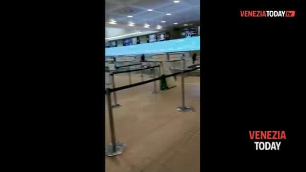 Surreale, l'aeroporto di Venezia deserto | VIDEO