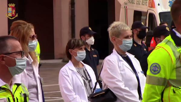 La cerimonia in questura per omaggiare il lavoro della sanità e delle forze dell'ordine | VIDEO
