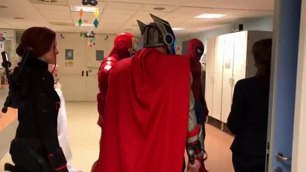 I supereroi Marvel nelle corsie della Pediatria dell'ospedale di Mestre | VIDEO