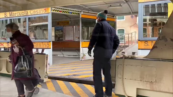 La città gemellata di Suzhou dona 20 mila mascherine al Comune di Venezia | VIDEO