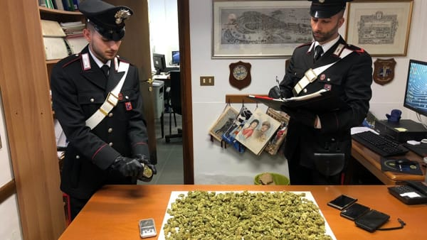 In casa marijuana, hashish e Mdma: arrestato 28enne