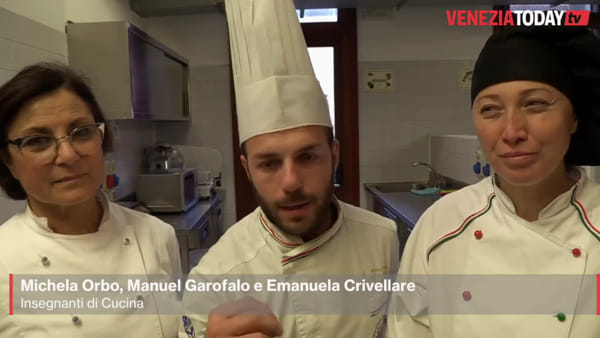 Gli studenti dell'istituto Barbarigo cucinano le frittole dell'antica tradizione veneziana | VIDEO