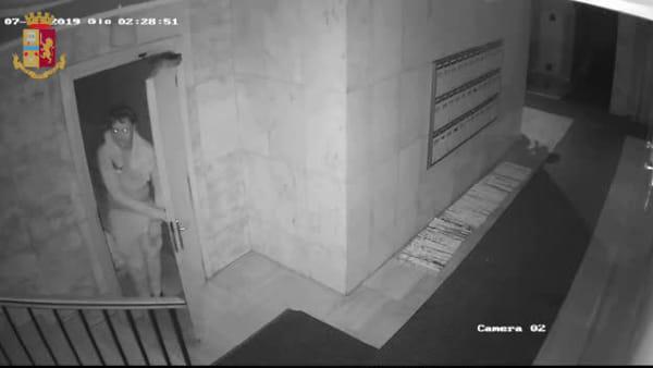 Il ladro in azione nelle case di Mestre | VIDEO