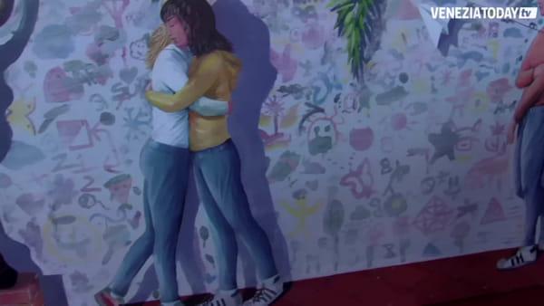 Un murales per colorare la scuola e dire no al bullismo   VIDEO