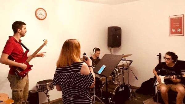 L'associazione culturale Musicalive in concerto all'M9 con i successi pop moderni