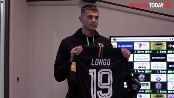 «Potenza ed esperienza per la squadra». Longo e Firenze, i nuovi calciatori del Venezia | VIDEO