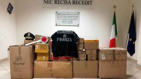 La merce sequestrata dalla guardia di finanza