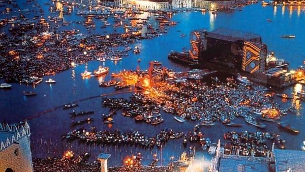 Trent'anni fa il concerto per 200mila dei Pink Floyd a Venezia | VIDEO