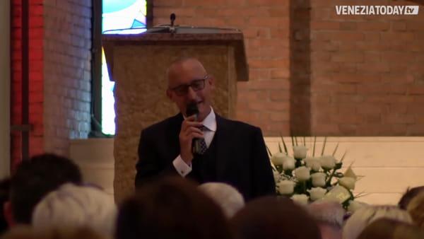 «Ciao Cecilia»: volo di palloncini bianchi per salutare la piccola scomparsa  | VIDEO