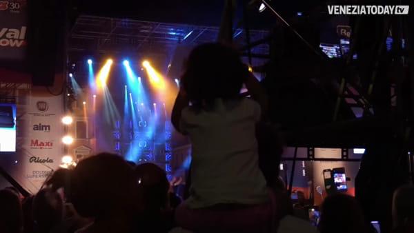 Festival Show, a migliaia in piazza a Mestre. Le interviste agli artisti nel backstage | VIDEO