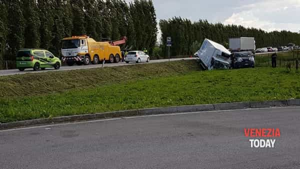 L'incidente in Romea nel territorio di Mira