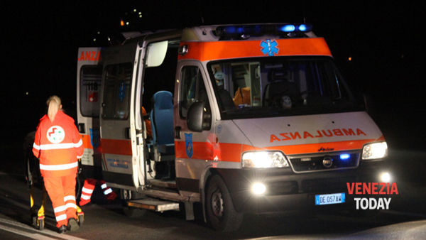 Incidente in Noalese, auto contro scooterone: grave il centauro