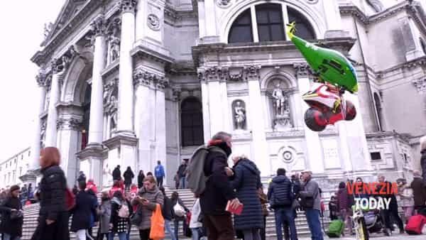 I veneziani in pellegrinaggio per la festa della Salute | VIDEO