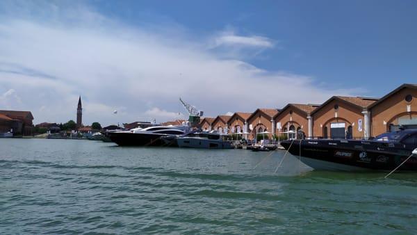 Tour nel salone nautico di Venezia: l'arte navale torna a casa | VIDEO