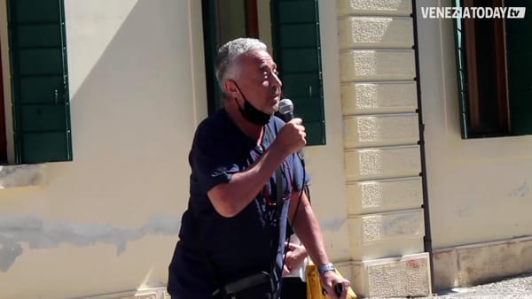 Piarotto chiude, sit-in dei lavoratori. Il sindaco: «Tributi sospesi per 3 anni a eventuali acquirenti» | VIDEO