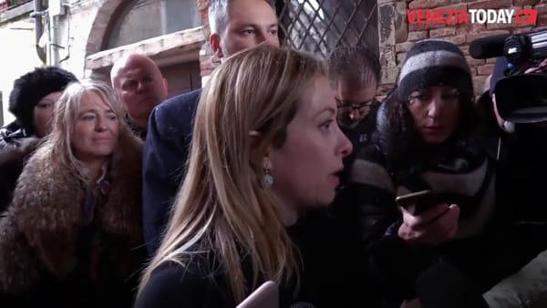 Giorgia Meloni a Venezia un mese dopo la grande acqua alta | VIDEO