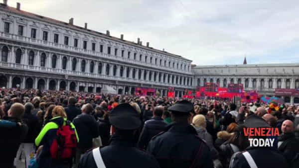 Esibizione dell'Angelo al Carnevale 2020 anche sotto il controllo dei carabinieri VIDEO