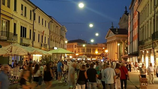Notte Bianca a San Donà di Piave: musica, degustazioni, stand e negozi aperti