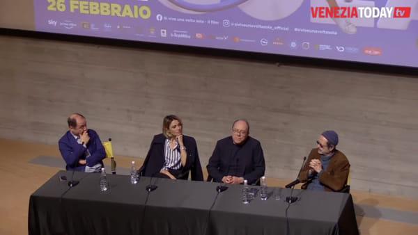 Carlo Verdone presenta il suo film: Si vive una volta sola. L'intervista | VIDEO