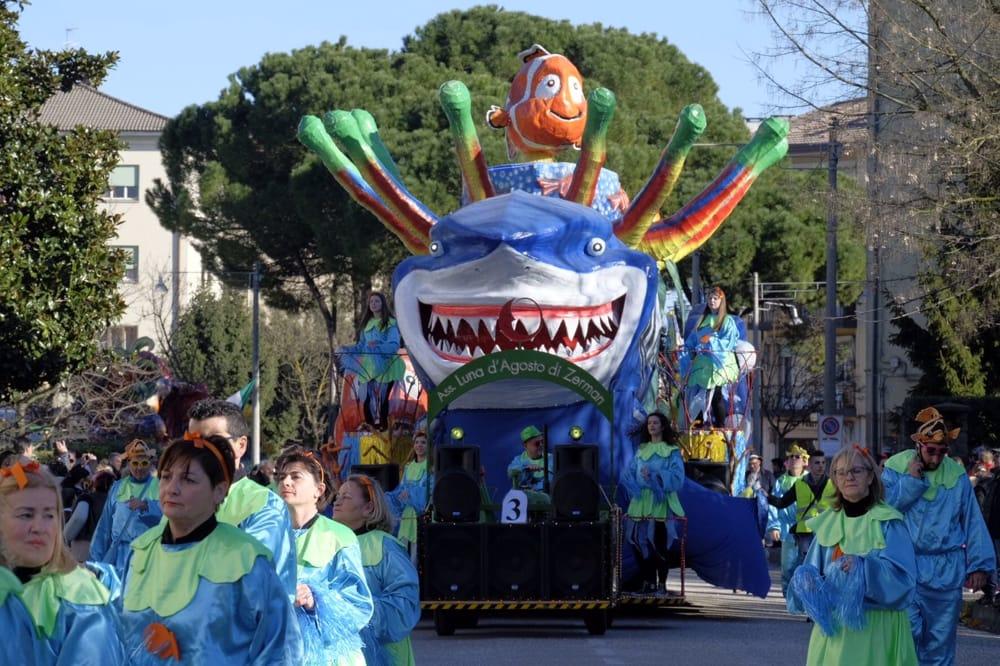 Foto: carro di Carnevale a Marghera, archivio