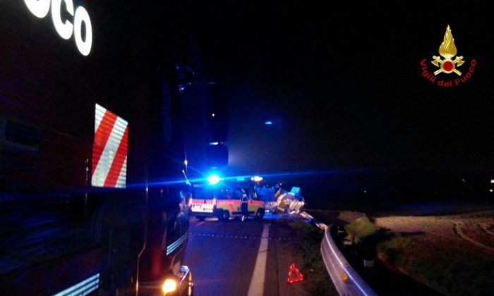 "Incidente tra taxi e furgone all'incrocio ""maledetto"" (foto vigili del fuoco)"